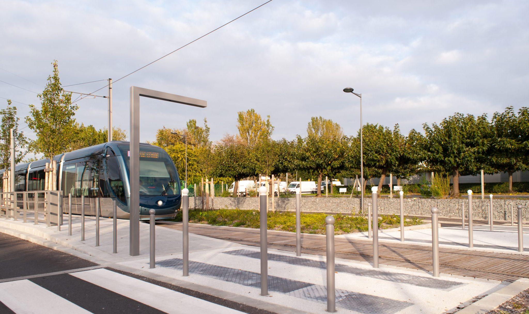 Proville mobilier urbain Phase 3 du tramway de la CUB