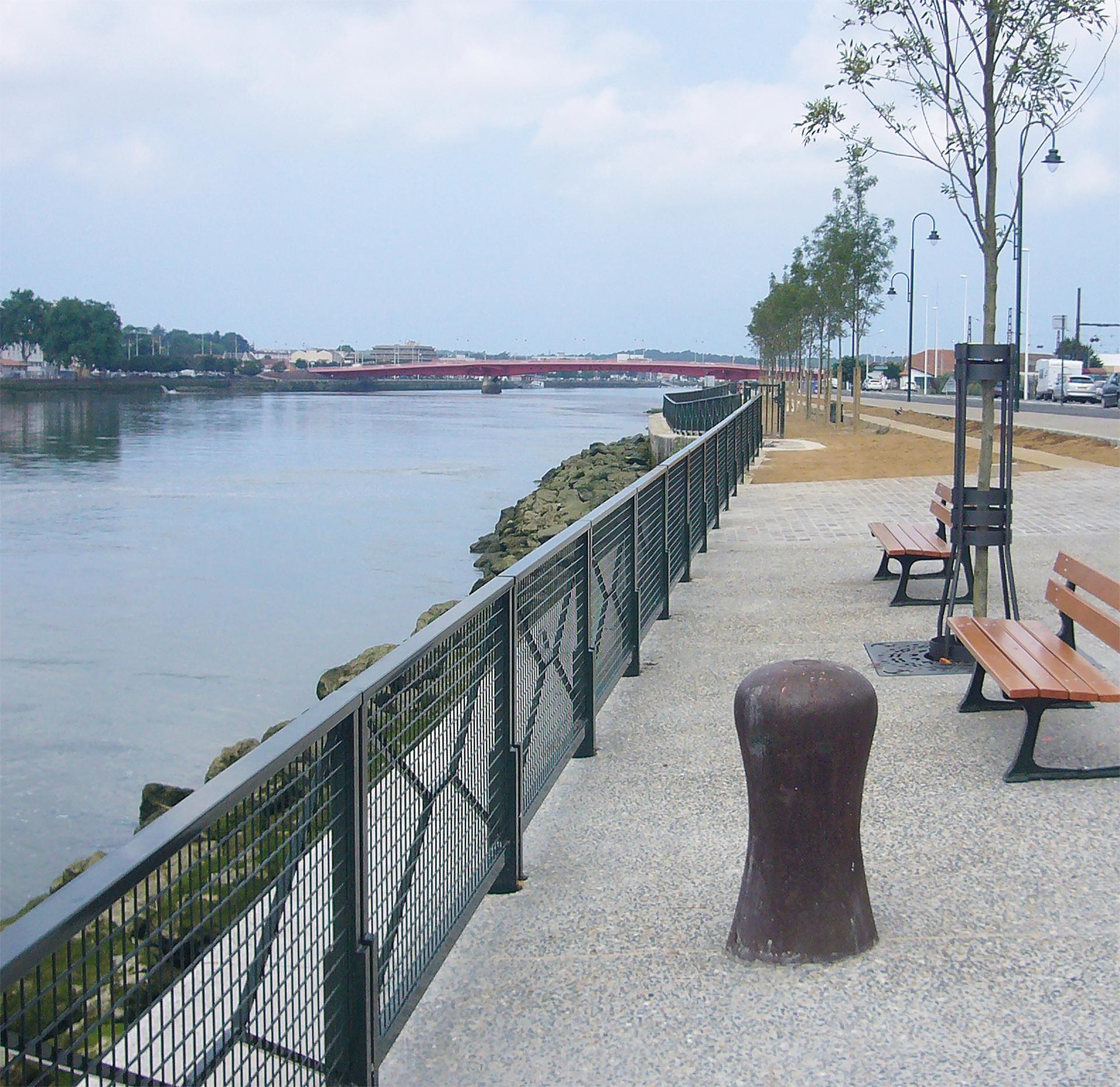 BAYONNE - Quai de Lesseps et Resplandy